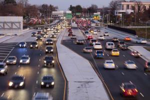Технология V2V автомобили будут общаться между собой, заявило NHTSA США